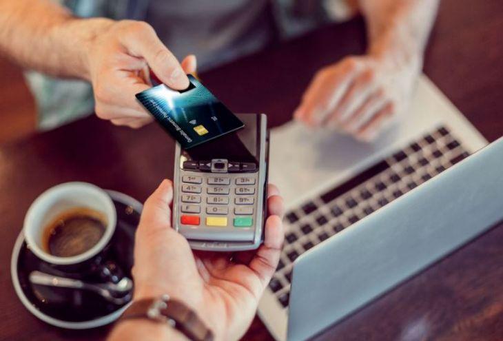 Bank of Cyprus первым в мире выдаст клиентам карты со сканером отпечатка пальца