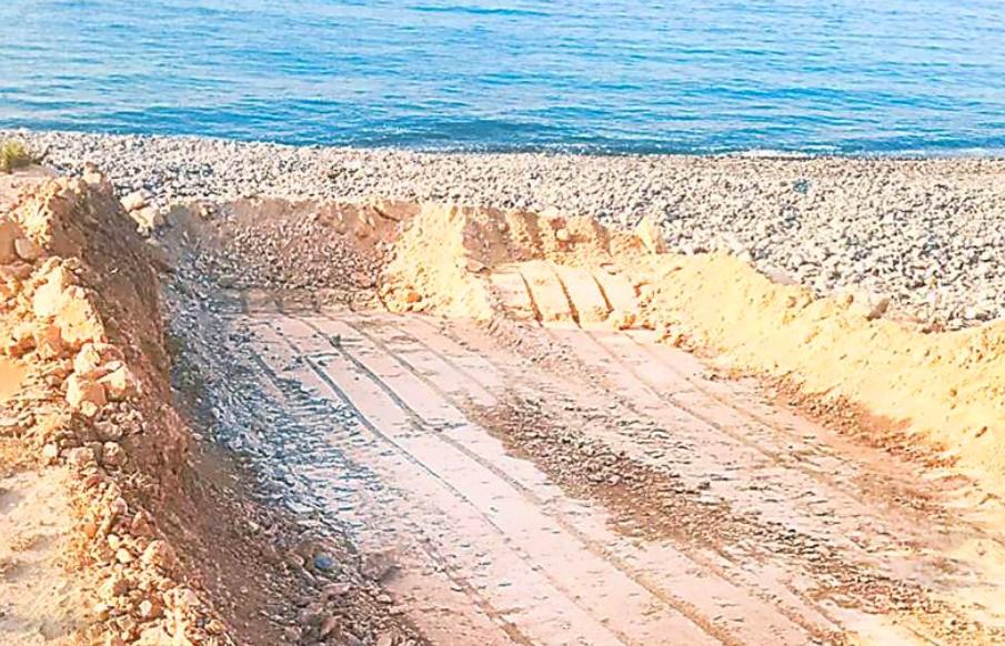 Экскаватор сравнял часть пляжа Зиги незаконно - Вестник Кипра