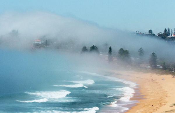 Сиреневый туман над Кипром проплывает