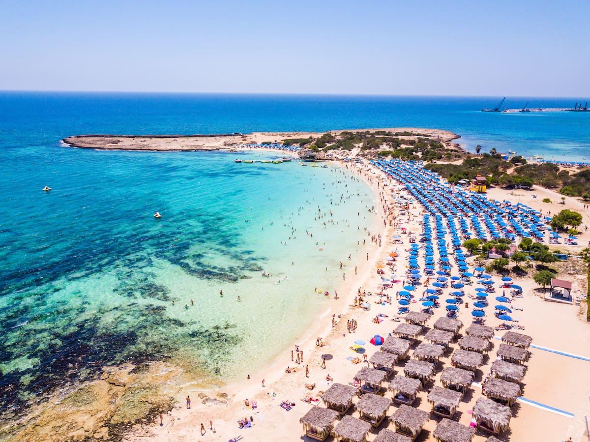 Июль — начало туристического сезона на Кипре
