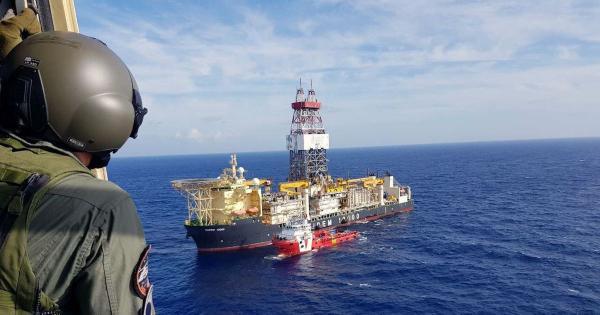 Турецкие корабли заблокировали буровую платформу Кипра