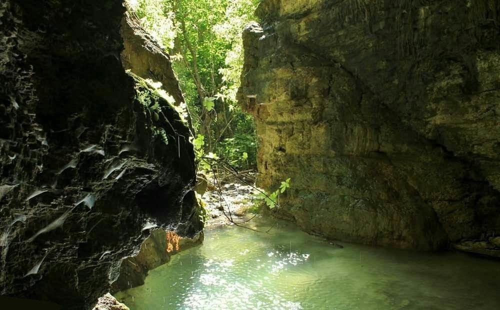 Посмотрите на необычную пещеру с озером - Вестник Кипра