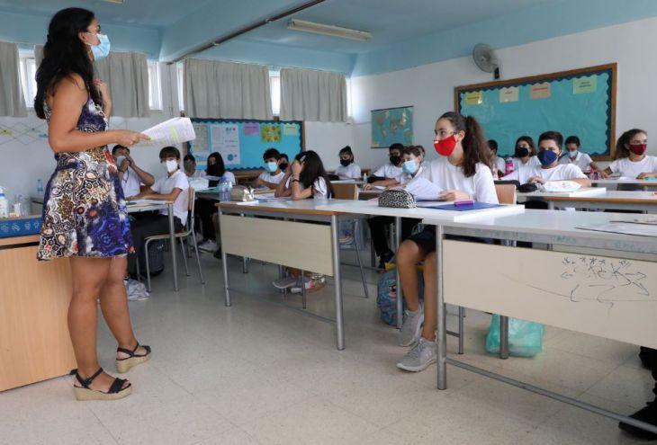 Минздрав Кипра разрешил учителям снимать маски