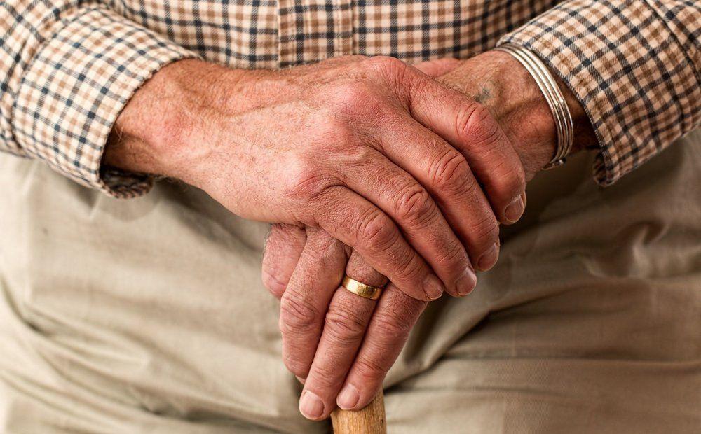 Вестник Кипра - Одиночество и болезни: как карантин влияет на пожилых?
