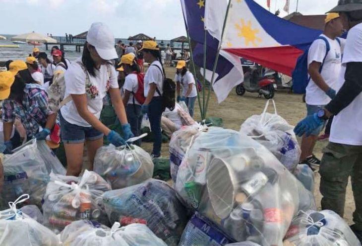 130 филиппинцев очистили от мусора пляж Финикудес