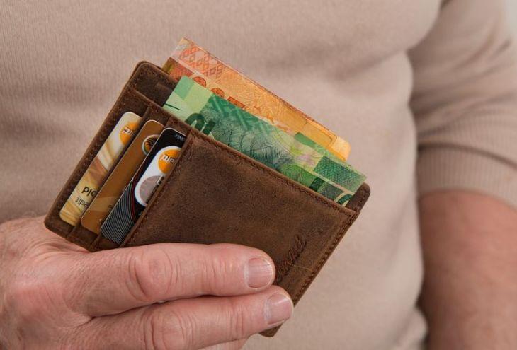 Владелец ресторана в Лимассоле принес забытый клиентом кошелек в полицию