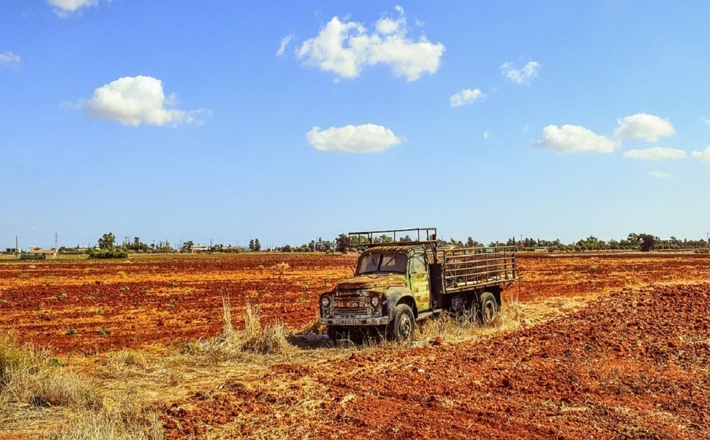 Осторожно: грузовик на дороге - Вестник Кипра