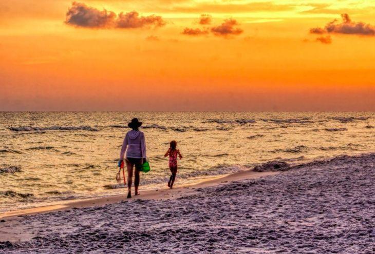 Каждая десятая семья на Кипре — с одним родителем