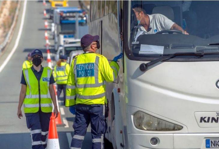 На шоссе Лимассол — Пафос перевернулся грузовик