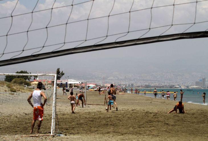 На пляже Lady's Mile 40 минут искали 4-летнюю девочку