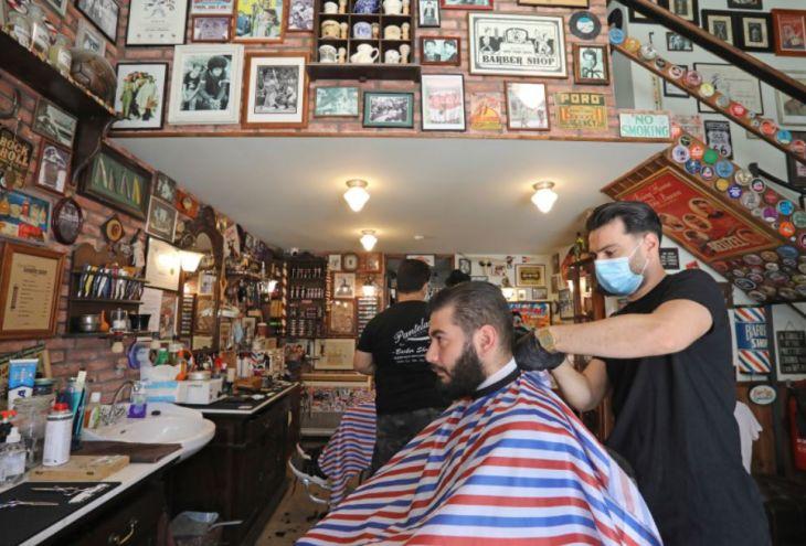 Кипрским парикмахерам разрешили включать кондиционеры и снимать перчатки