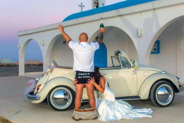 Молодоженам на Кипре запретили фоткаться с церквями