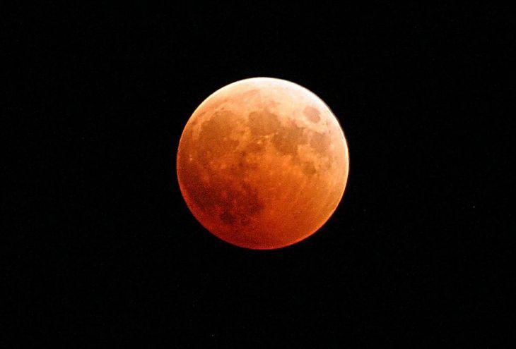 Самое длинное лунное затмение XXI века, багровая Луна и великое противостояние Марса!